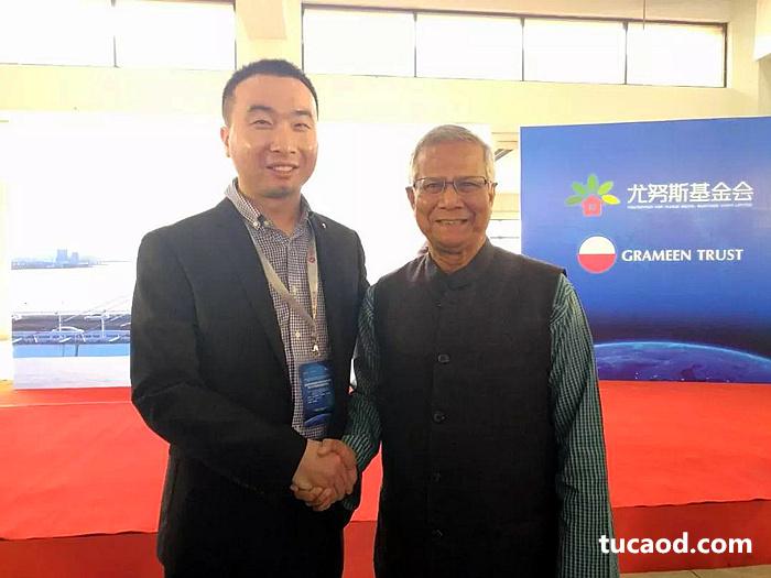井通科技张沛先生同尤努斯教授在孟加拉格莱珉总部合影