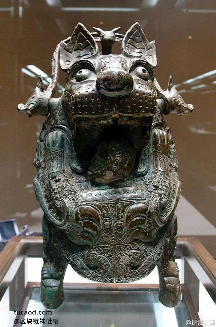 青铜器虎食人卣